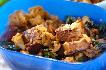 豚の角煮とホウレン草の卵炒め