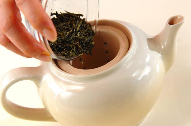 お茶をいれた後の緑茶葉おにぎりの作り方の手順1