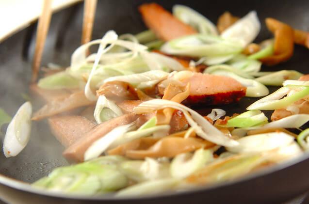 焼き豚とメンマの炒め物の作り方の手順3