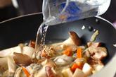 カキとキノコの塩炒めの作り方2