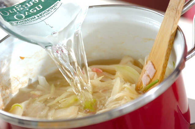 たっぷり玉ネギのスープの作り方の手順3