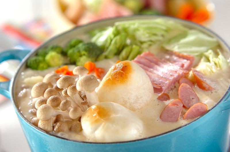 白味噌と3種のチーズの鍋
