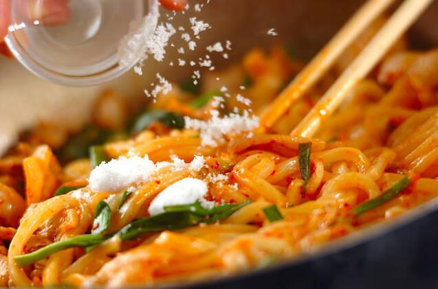 スタミナ豚キムうどんの作り方の手順5
