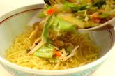 10分で!野菜炒めのせしょうゆラーメンの作り方5