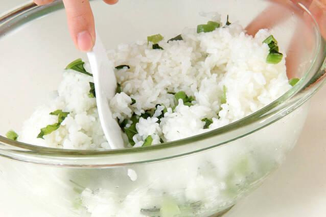 青菜入りおにぎりの作り方の手順2