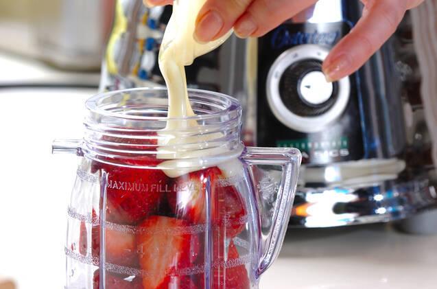 イチゴプリンの作り方の手順1