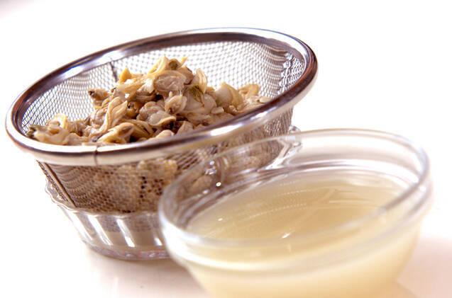 アサリ缶の豆乳スープ煮の作り方の手順1