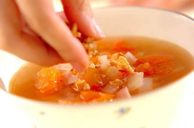 酸味がたまらない!トマトのコンソメスープの作り方の手順5