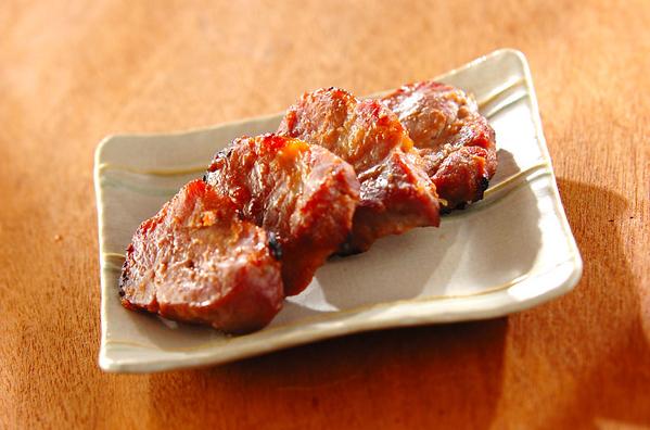 こんがり焼き目のついた豚肉の味噌漬け