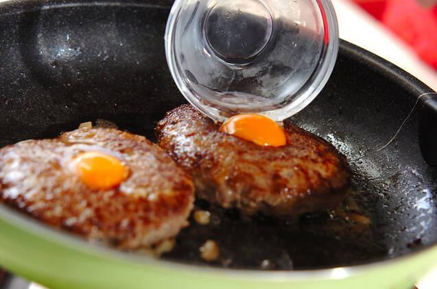 卵入りハンバーグの作り方の手順5
