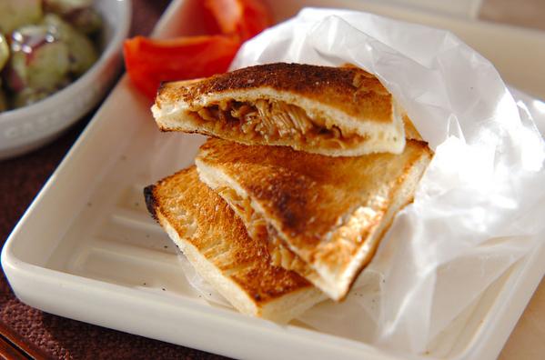 2. ピリ辛牛肉サンド