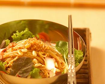 ハーブとタコのビビン冷麺