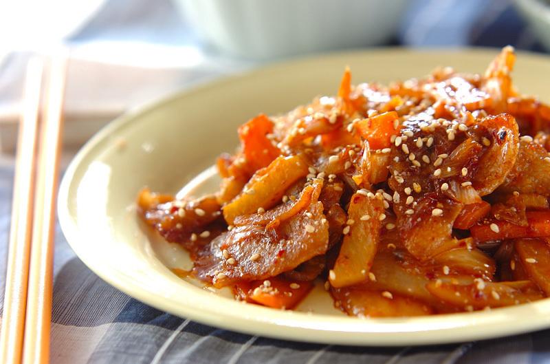 3.豚バラ肉とキムチの甘辛炒め