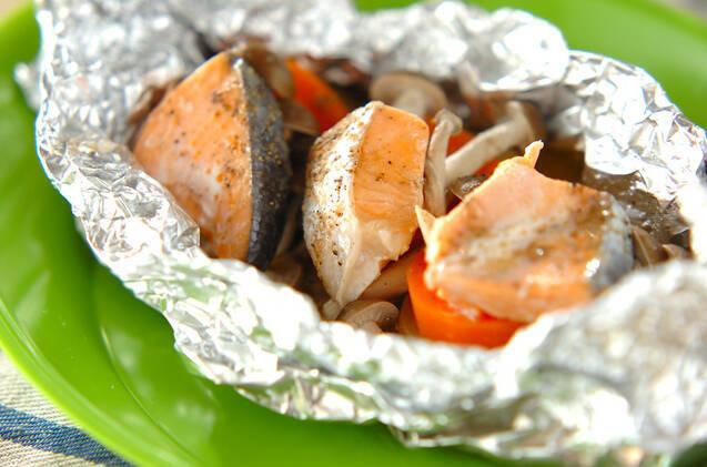 サケとじゃがいもや野菜のホイル焼き