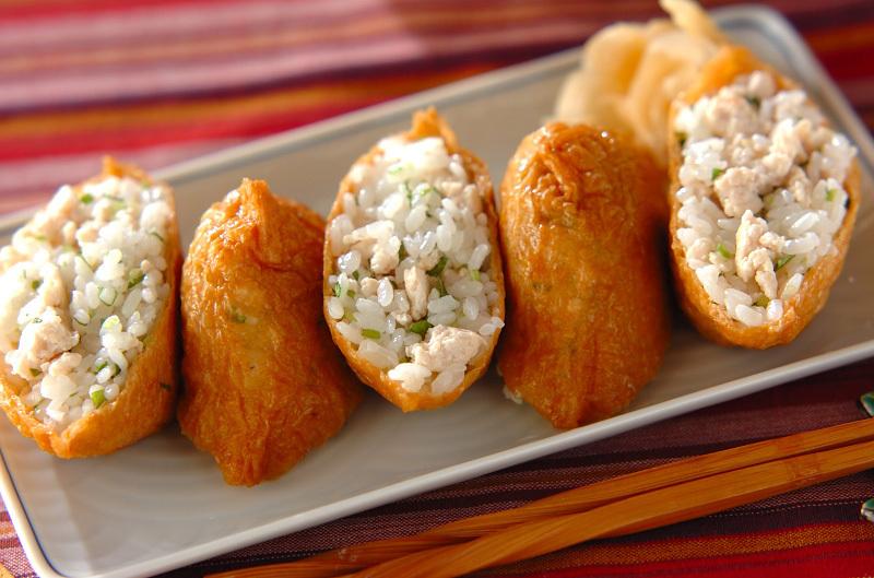 2. 鶏そぼろ入りいなり寿司