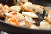 豆苗とエビのバターじょうゆ炒めの作り方3