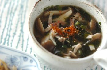 シメジとベーコンのスープ