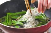 キヌサヤの塩炒めの作り方1