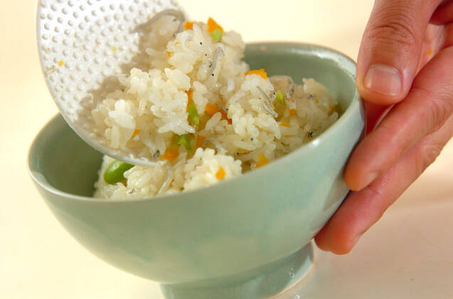ソラ豆とたくあんの混ぜご飯の作り方の手順3