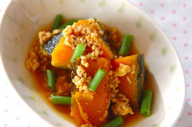 カボチャと鶏ひき肉の煮物