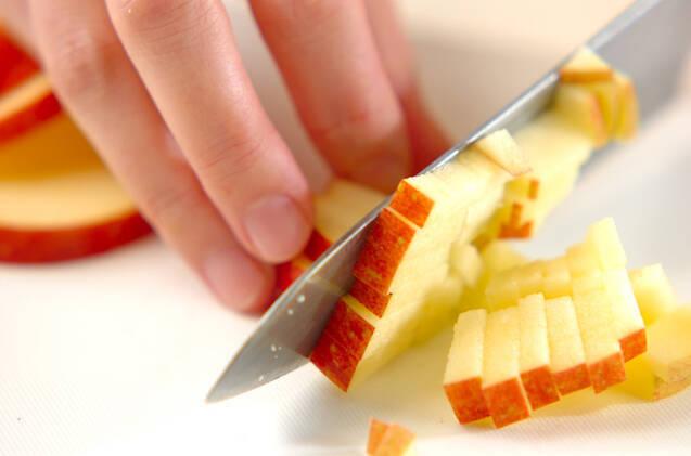 ヨーグルトクリームリンゴのせの作り方の手順1