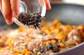 豚肉とナメコの塩昆布炒めの作り方2