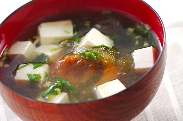 こんぶ茶で作る豆腐の梅とろろ汁