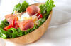 フルーツとハムのサラダ