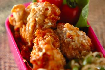 鶏の唐揚げチリマヨソース和え