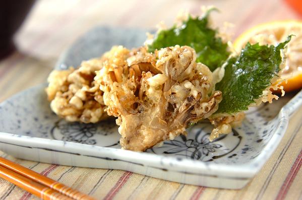 和食器に盛られたまいたけの天ぷら