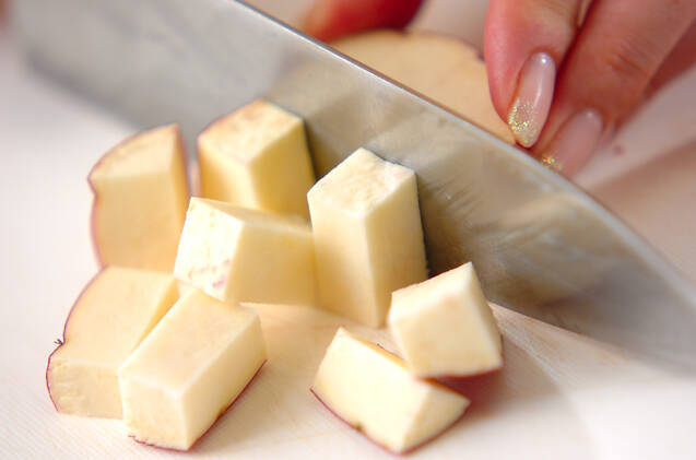 サツマイモの白和えの作り方の手順1