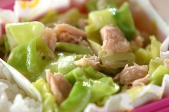 蒸しキャベツとツナのサラダ