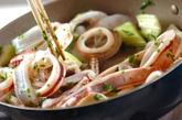 イカと新玉ネギのトマト煮の作り方1