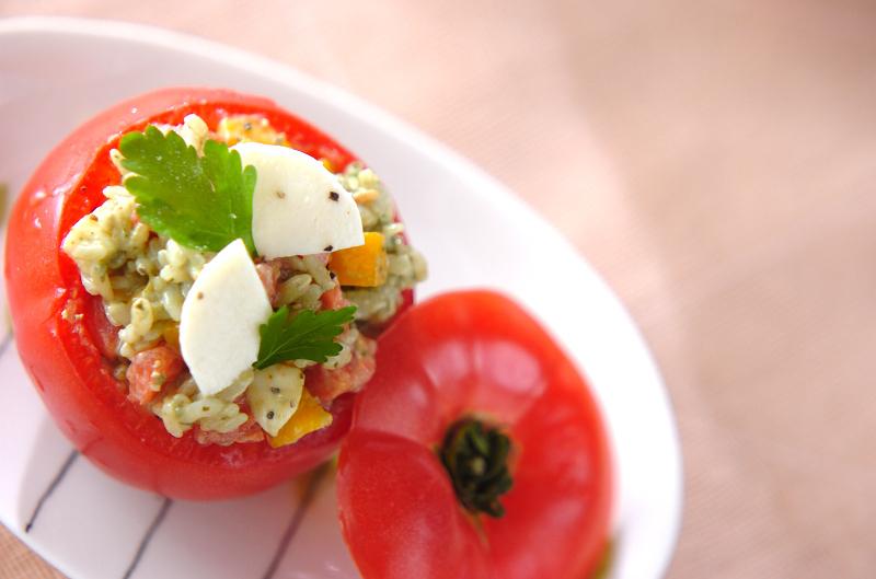 丸ごとトマトのバジルライスサラダ