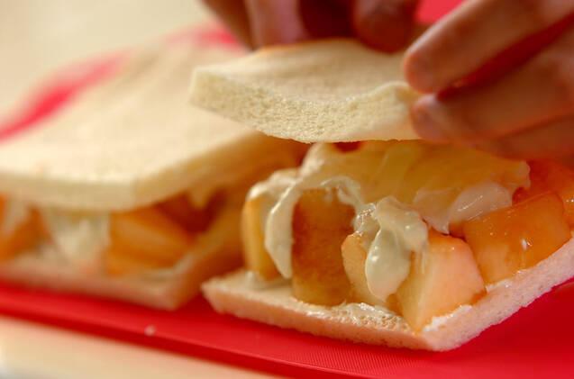 桃と水切りヨーグルトのサンドイッチの作り方の手順2