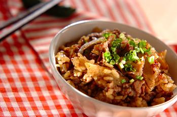 牛肉とゴボウの炊き込みご飯