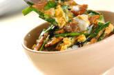 サンマの缶詰とニラの卵とじ丼の作り方3