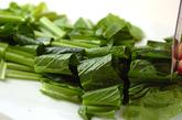 小松菜の炒め物の下準備1