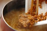 納豆とエノキの田舎みそ汁の作り方2