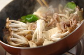 豚肉とシメジの甜麺醤炒めの作り方1