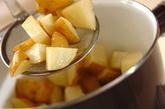 揚げジャガイモの甘辛煮の作り方1