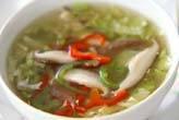 レタスと野菜のスープ