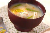 エビ芋の白みそ汁