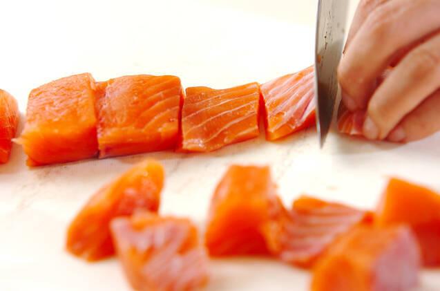 鮭とシメジの和風パスタの作り方の手順1
