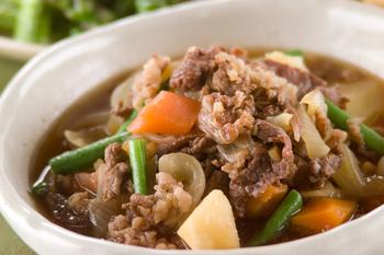 牛肉とジャガイモの炒め煮