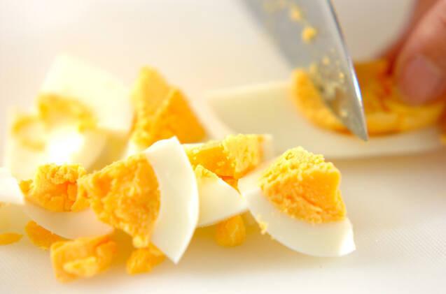 ゆで卵とトマトのチリサラダの作り方の手順1