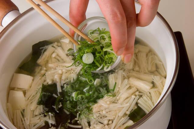 豆腐とエノキのスープの作り方の手順5