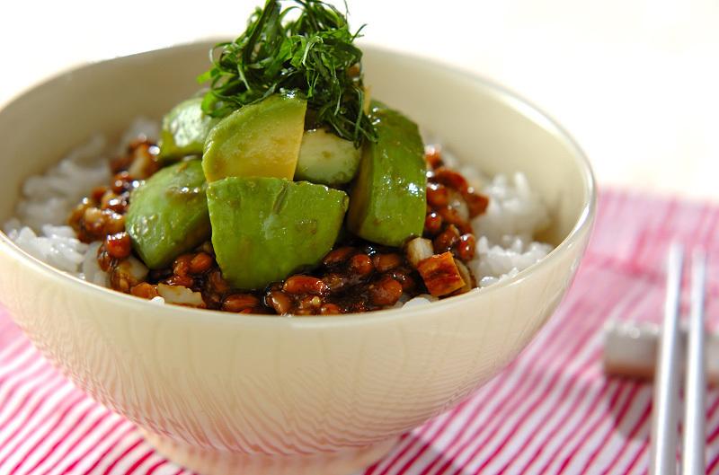 のり納豆とアボカドのご飯