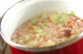キャベツとソーセージのスープの作り方2