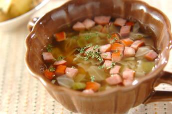 キャベツとソーセージのスープ